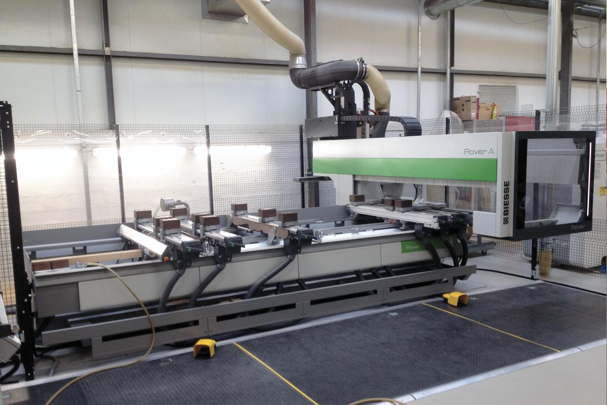 CNC-Bearbeitung-und-Kantenkurvenverarbeitung